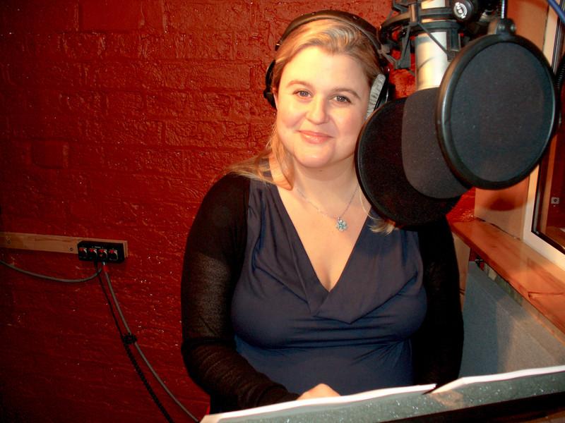 India Fisher (Charley Pollard) podczas sesji nagraniowej